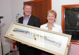 Paul Botterill presented Pat Carter with a painting on behalf of the team.